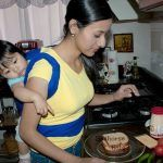 La importancia de cargar a los bebés